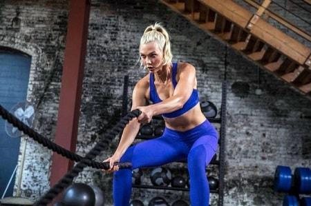 Karlie-Kloss_-Adidas-New-Alphaskin-Apparel-Campaign-2018--03-662x441-min