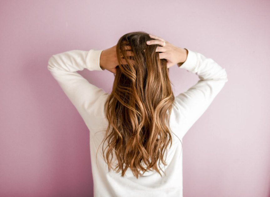 5 Mistakes That's Costing Your Hair Its Shine